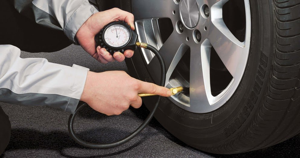 How to Check Your Tire Pressure (in 5 Easy Steps) | Go Auto
